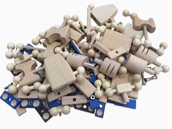 Holzspielzeug 2.0 - Teilehaufen